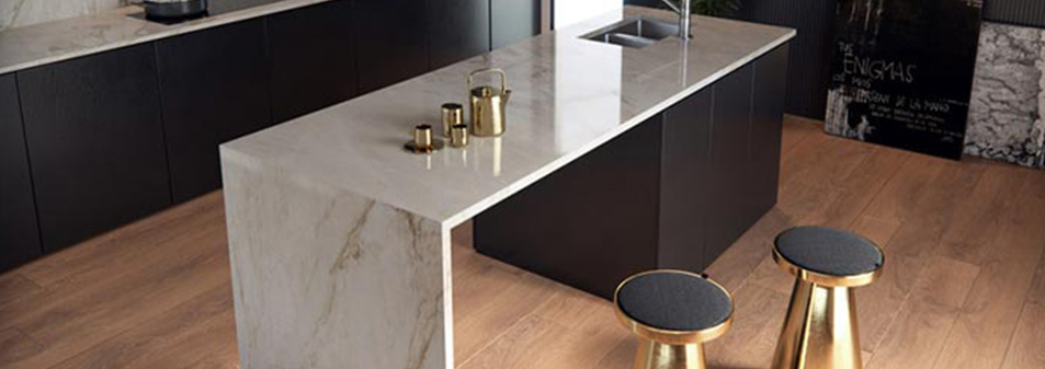 Plan de travail sur mesure en Quartz Silestone pour aménagement de meuble de cuisine sur mesure